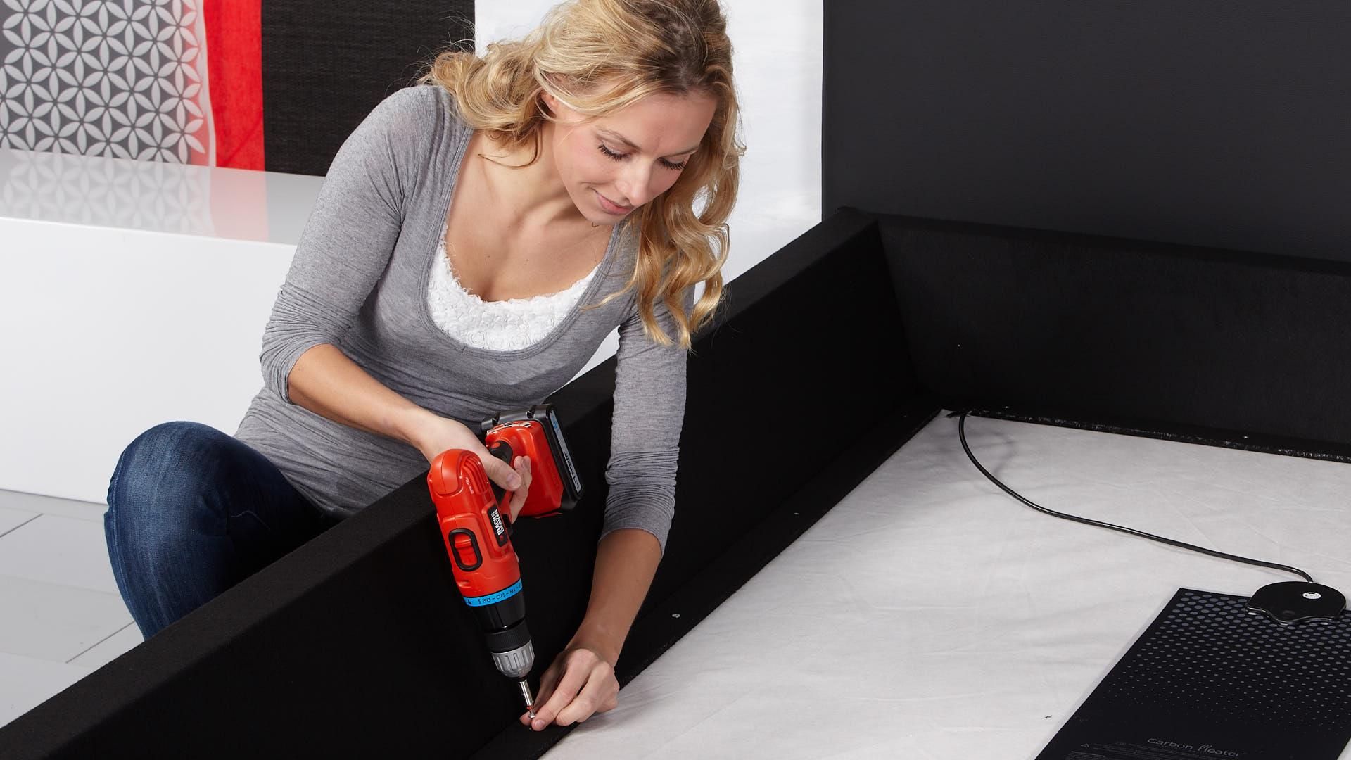 Wasserbett Basic Schaumstoffrahmen an der Bodenplatte befestigen